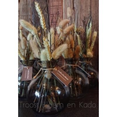 Set van 2 glazen vaasjes met droogbloemen