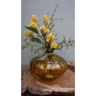 glazen vaas geel met zijdebloem